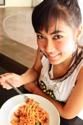 0045-eating_spaghetti.jpg