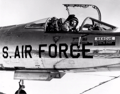 0118-chuck_yeager_in_nf-104.jpg