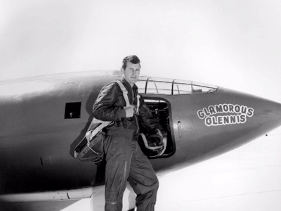 0118-chuck_yeager_with_glamorous_glennis.jpg