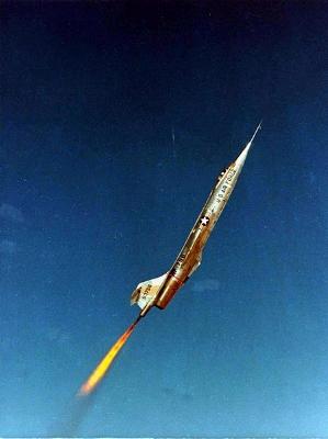 0118-nf-104_climbing_through_the_air.jpg