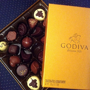 0175-godiva_belgian_chocolate_golden_box_24.jpg