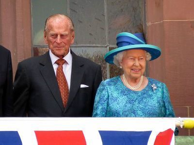 0393-25.jun.2015_queen_elizabeth_ii._and_prince_philips_visit_to_frankfurt.jpg