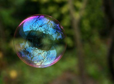0401-reflection_in_a_soalp_bubble.jpg