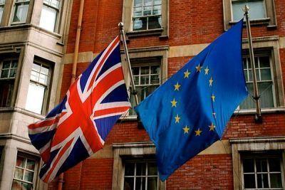 0405-union_jack_and_the_european_flag.jpg