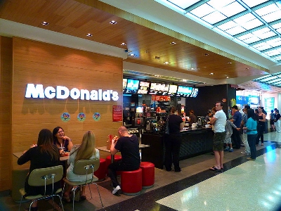0038-mcdonalds_counter.jpg