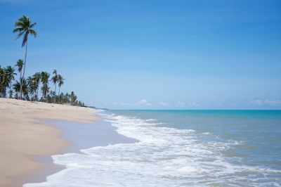 0126-wave_on_the_sand_and_blue_sea.jpg