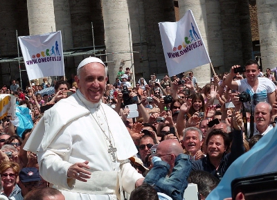 0170-pope_francis_among_the_people.jpg
