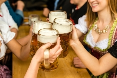 0233-bavarian_girls_drinking_beer.jpg