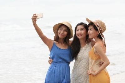 0323-portrait_of_asian_beautiful_woman_wearing_long_dress_stand.jpg