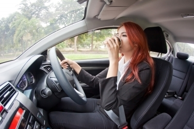 0325-businesswoman_drinking_coffee_while_driving.jpg