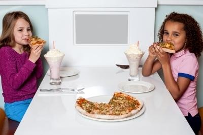 0382-little_girls_enjoying_pizza_in_a_restaurant.jpg