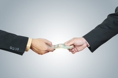 0385-businessman_hand_and_money_to_other.jpg