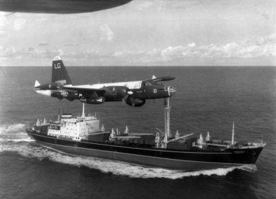 0463-p-2h_neptune_over_soviet_ship_oct_1962.jpg