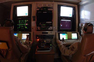 0471-mq-1_predator_controls_2006-11-15.jpg