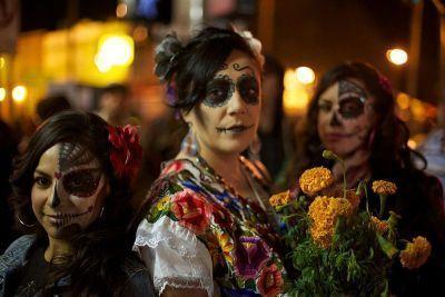0509-dia_de_los_muertos_celebration_in_mission_district_of_san_francisco.jpg