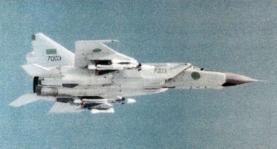 0517-lybyan_mig-25_in_flight_c1985.jpg
