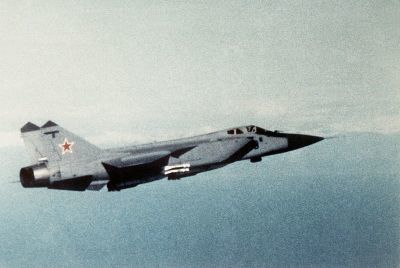 0517-right_side_view_of_a_soviet_mig-31_foxhound.jpg